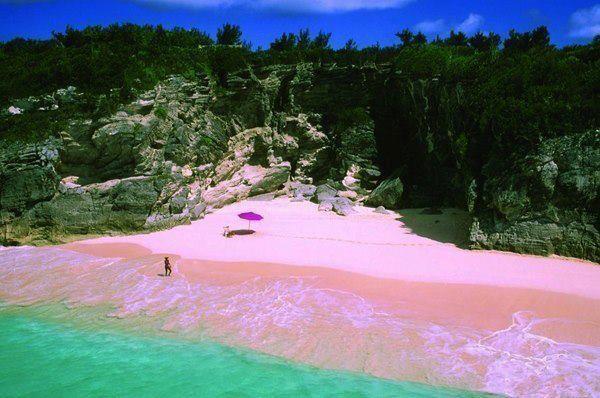 Пляж розовых песков на острове Харбор, Багамы