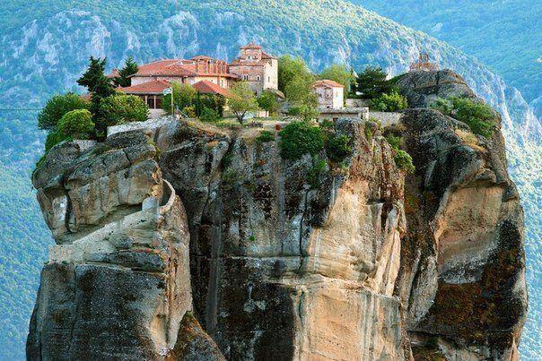 Метеора - монаський центр на вершинах скал в Греции