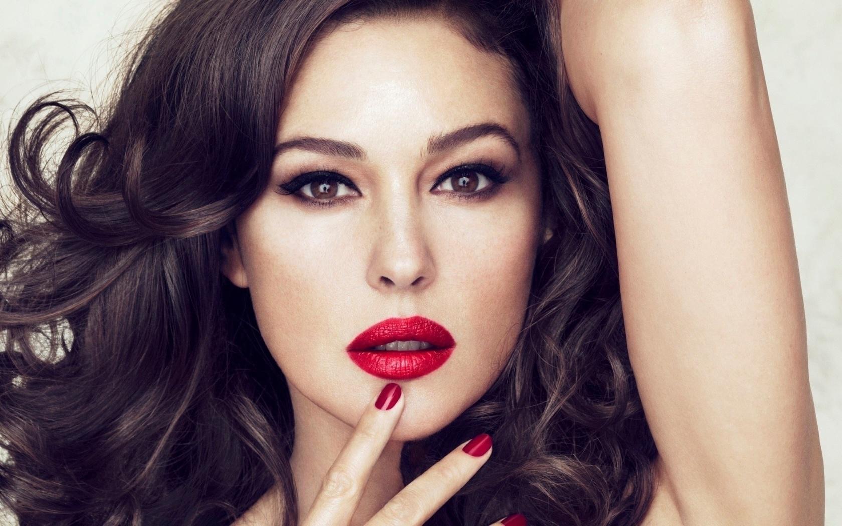 Смотреть онлайн секс с красивой девушкой в красном купальнике 24 фотография