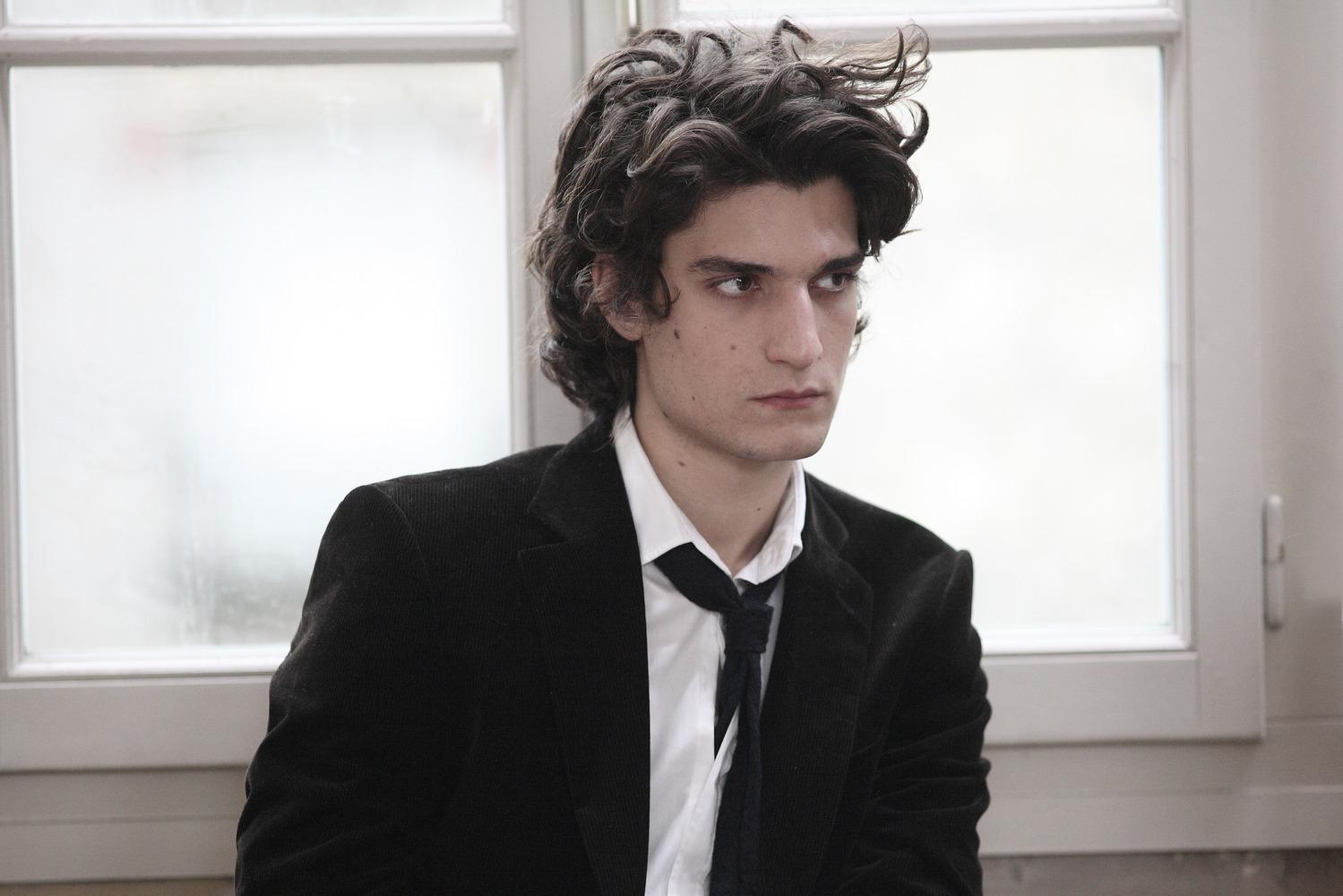 Луи Гаррель - классический красавец-француз