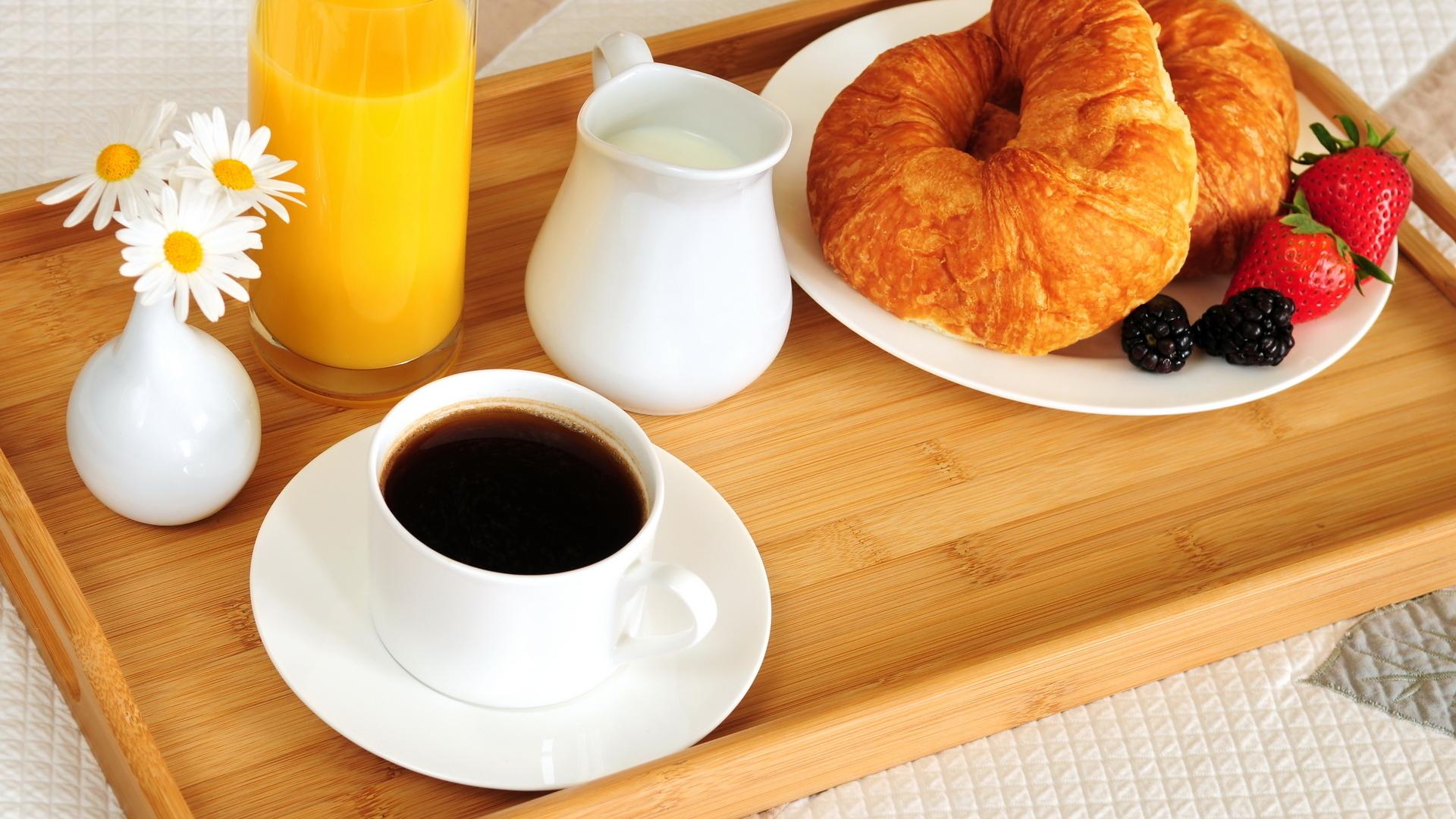 Кофе и круассаны - излюбленный завтрак французов