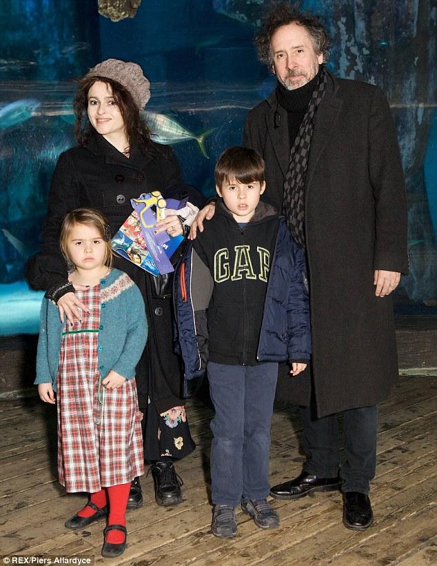 Тим Бертон с женой и детьми