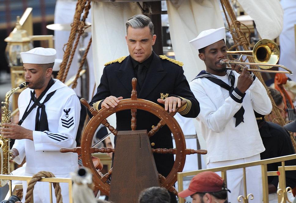 Робби Уильямс в роли моряка