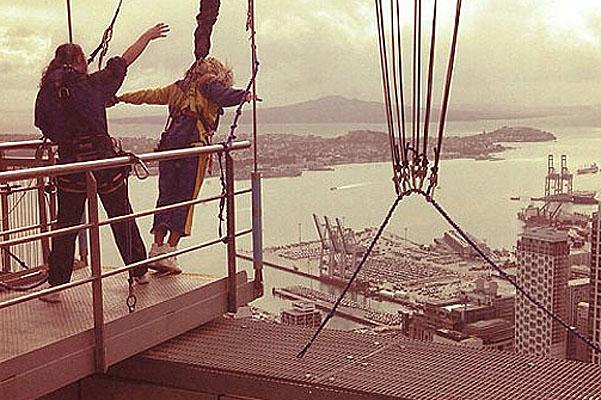 Бейонсе прыгает с небоскреба
