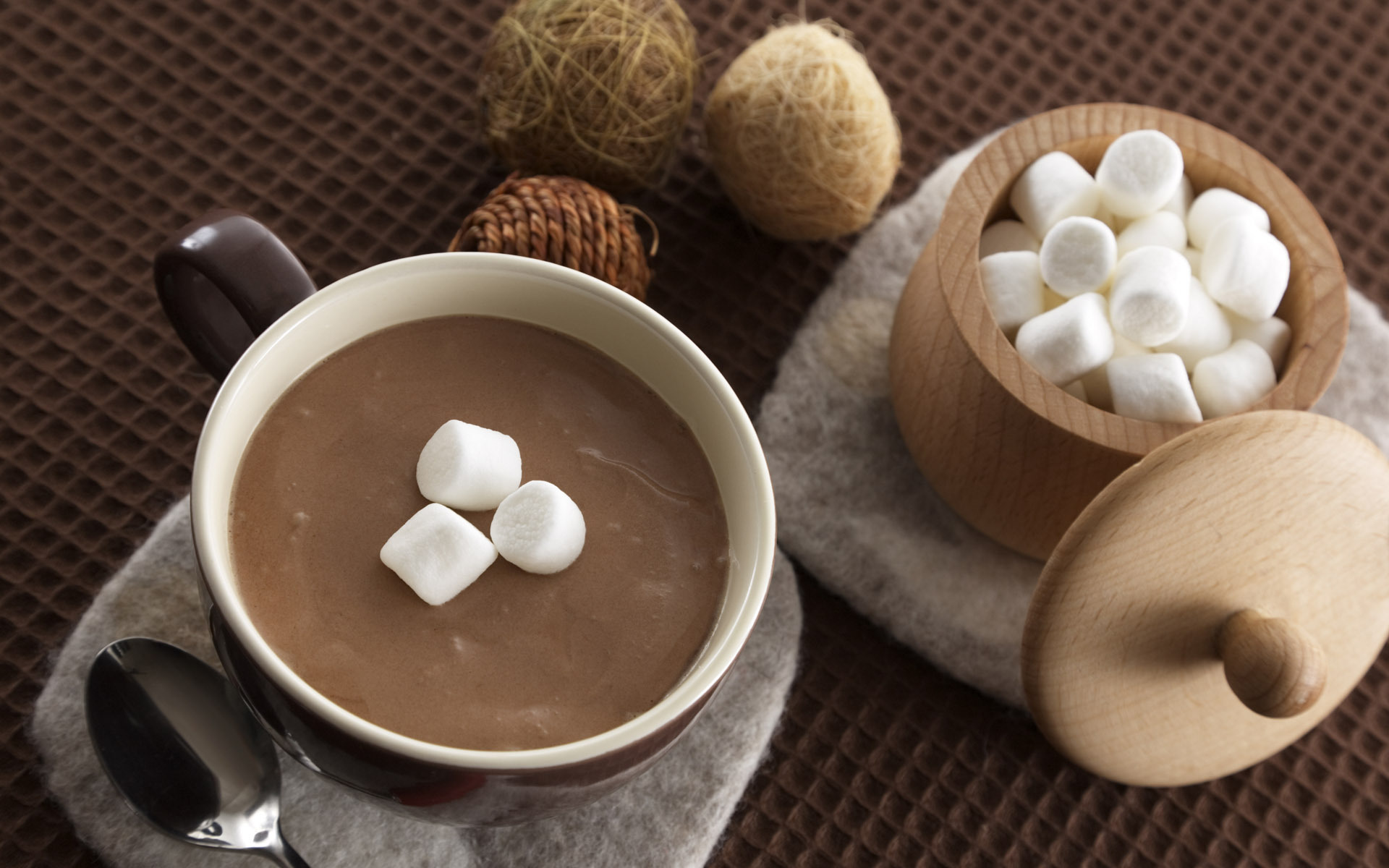 В ноябре побалуй себя кружкой горячего шоколада