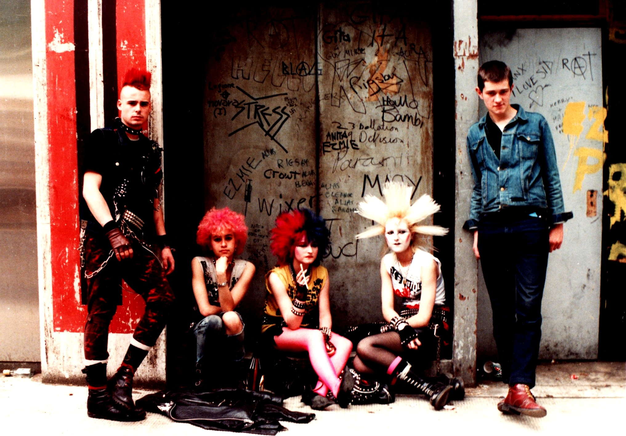 a description of punk which began in britain in the 1960