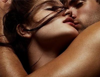 Жена доставляет удовольствие мужчине