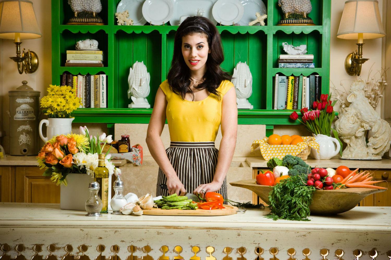 Фото женщины на кухне 8 фотография