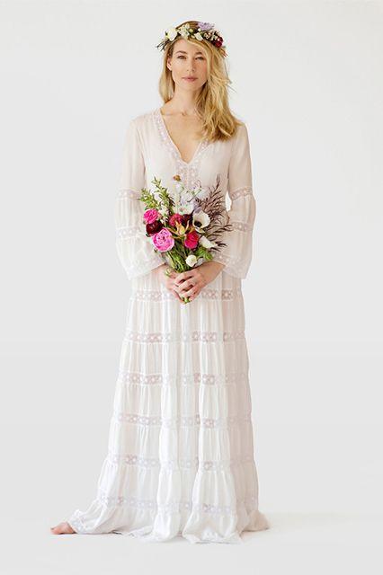 10714a62107 Это может быть как простое белое платье в стиле бохо-шик